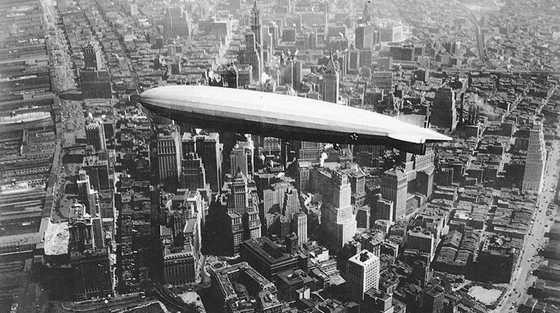 uss_los_angeles_airship_over_manhattan.jpg