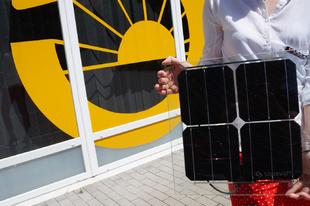 Áttetsző üveg-üveg napelem
