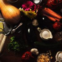 Kecskesajttal és szilvacsatnival töltött rétestészta, sült csirke, sült zöldségek, tejszínes sütőtökhab
