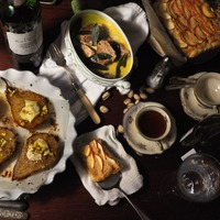 Sült körték Brie sajttal, szűzérmék zsályával, normandiai almatorta