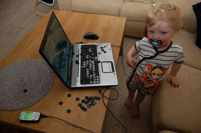 child_with_laptop_1386887892.jpg_700x464