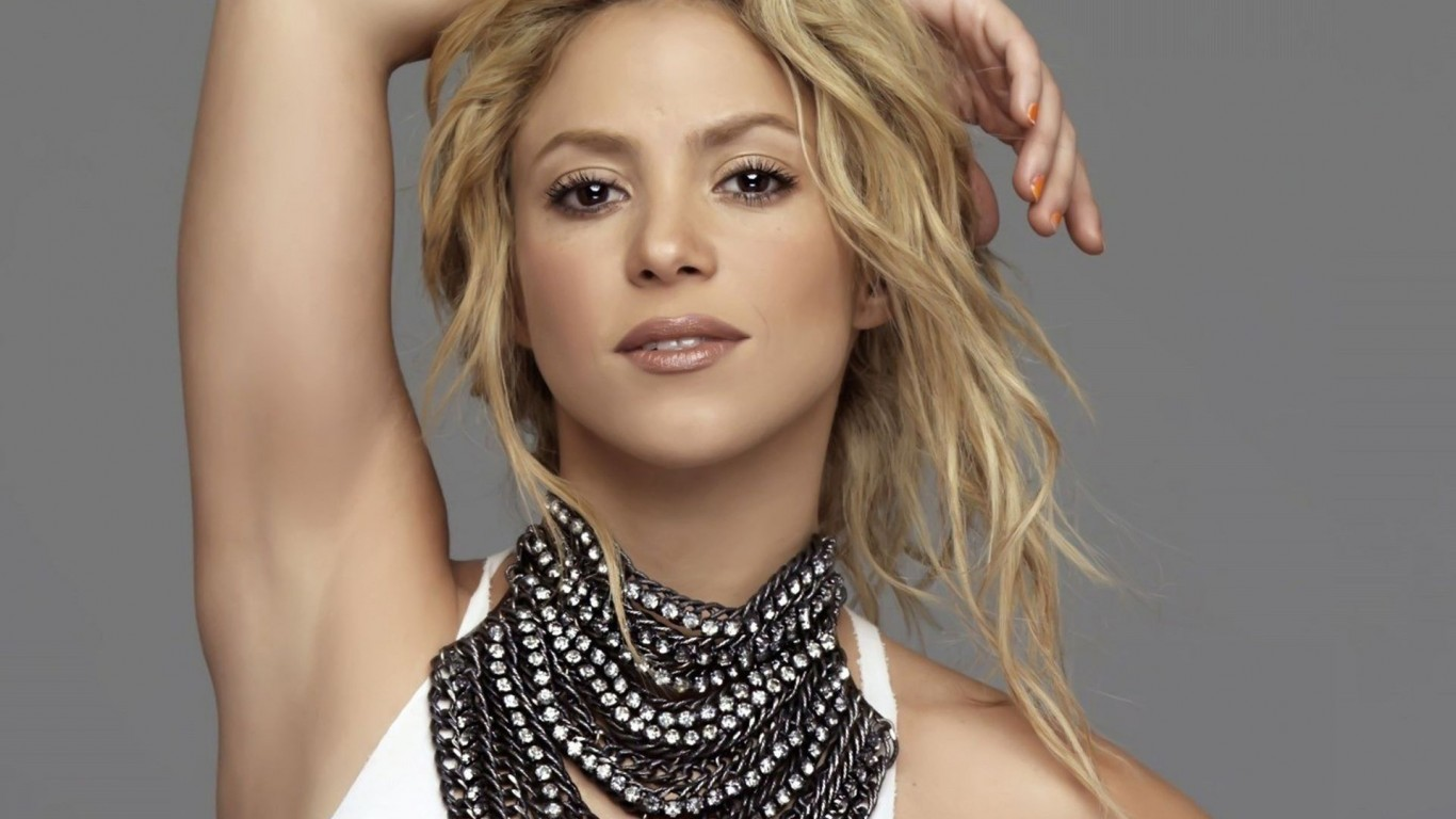 Shakira earned a  million dollar salary, leaving the net worth at 220 million in 2017