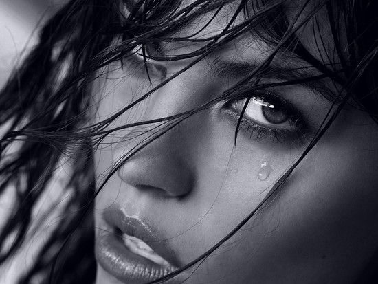 Sa jeni tradhetare,sipas shenjave Cry-or-just-wet-Chenis-analove-black-white-Panie-girl-sexy-