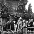 Ki koronázhatja meg a magyar királyt és miért kell minden vármegyéből 5 kg föld?