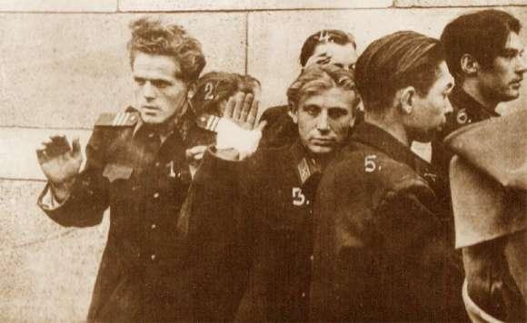 """Képtalálat a következőre: """"köztársaság tér 1956 képek"""""""