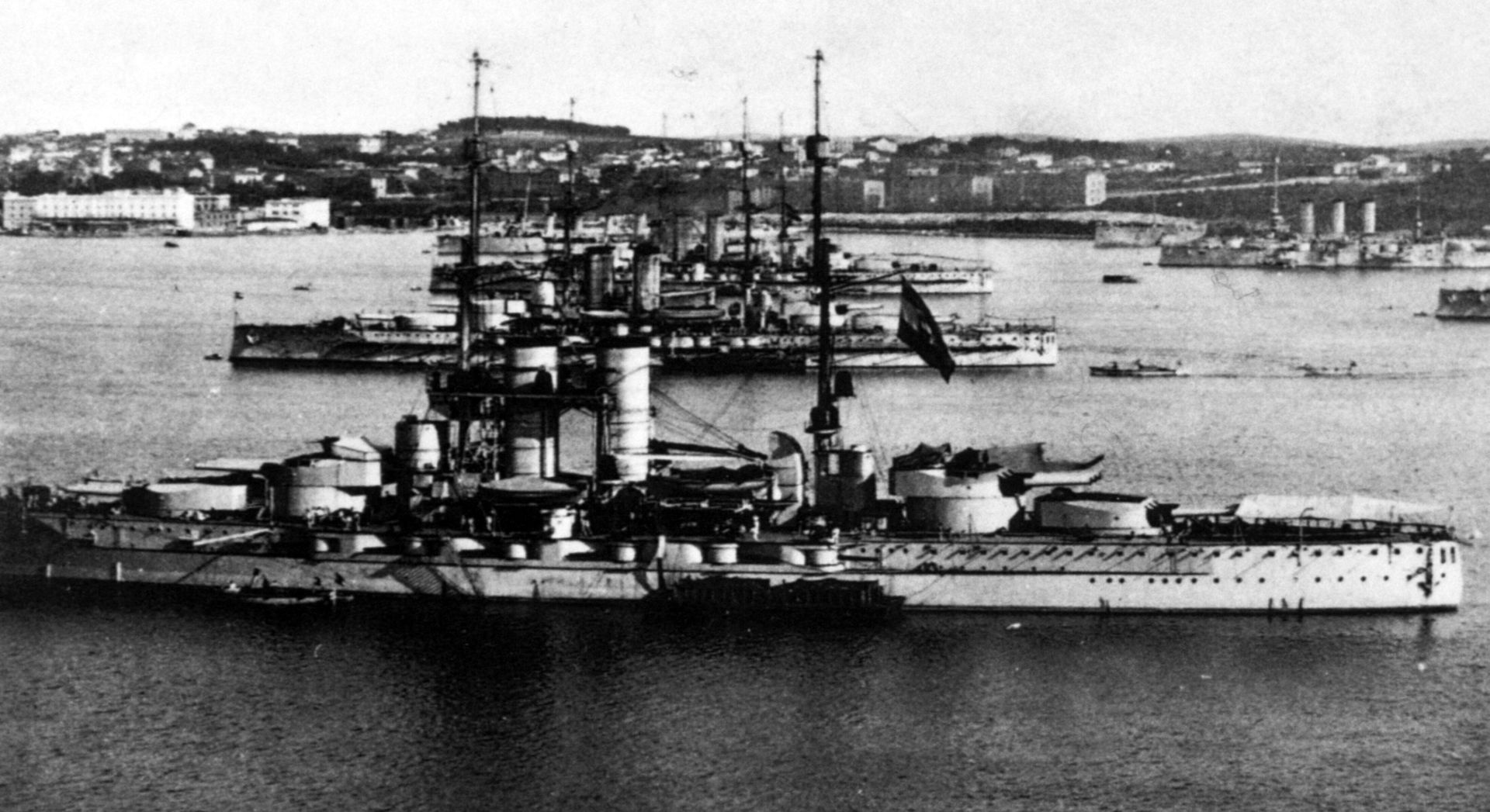 austro-hungarian_dreadnoughts_at_pula.jpg