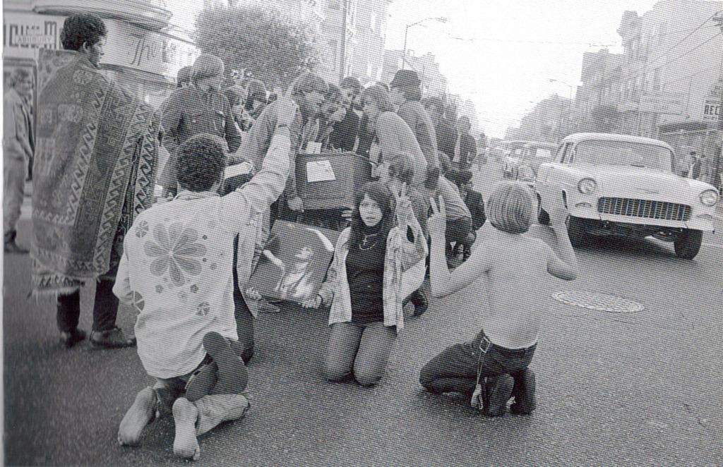 hippies_in_haight.jpg