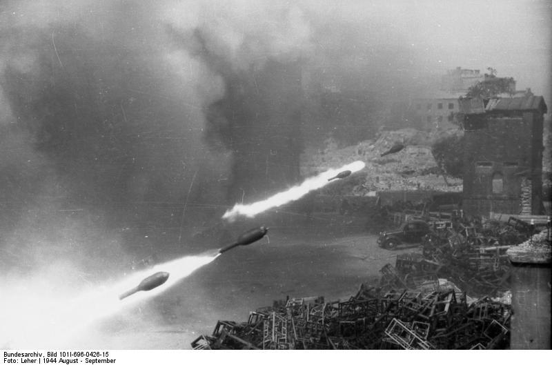 bundesarchiv_bild_101i-696-0426-15_warschauer_aufstand_raketenwerfer-einsatz.jpg
