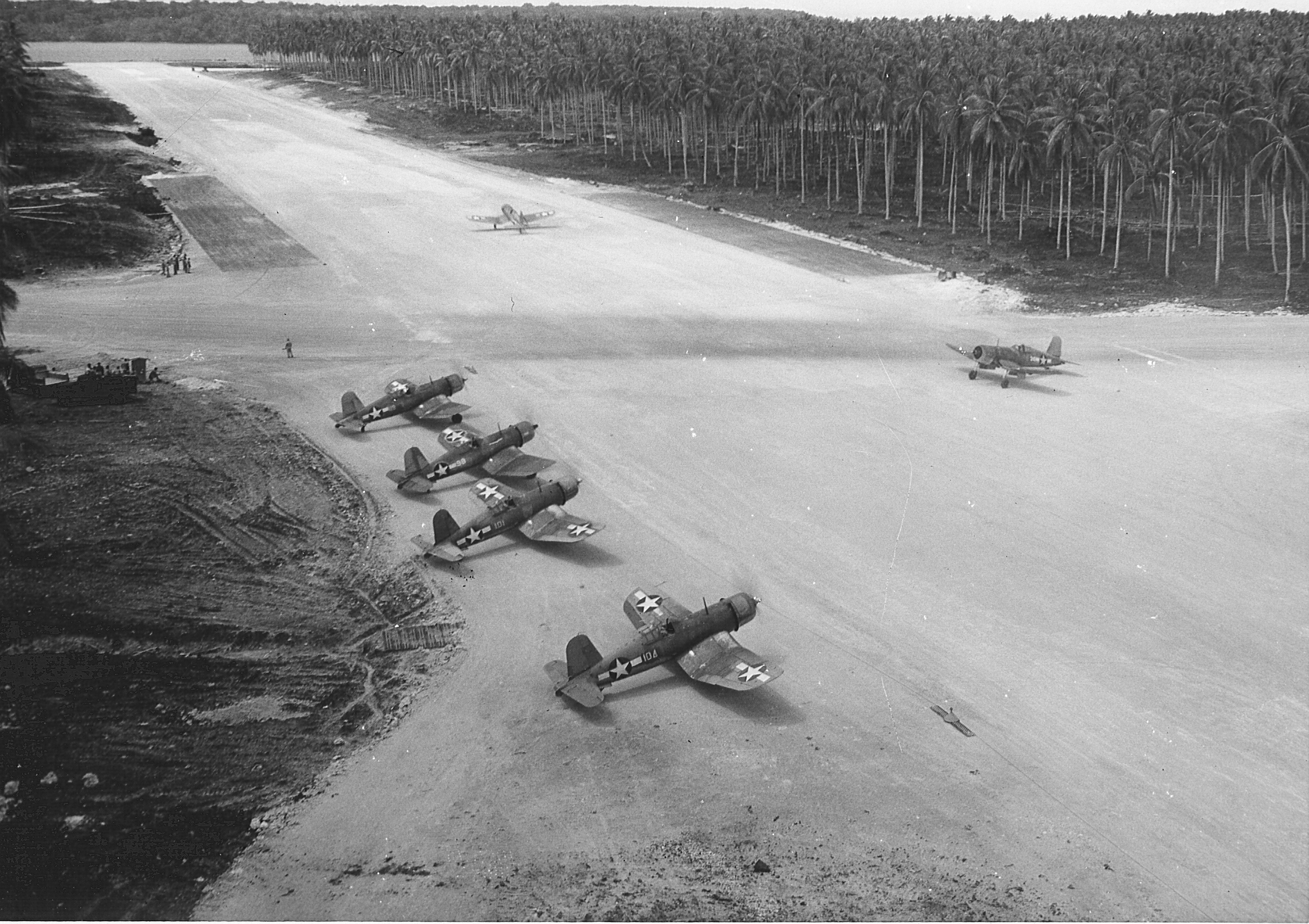 f4u_corsairs_of_vmf-123_on_the_russell_islands_1943.jpg