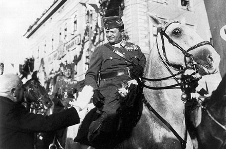 Nagybaczoni Nagy Vilmos vezérezredes bevonul Marosvásárhelyre az 1. hadsereg élén - Forrás: mek.oszk.hu