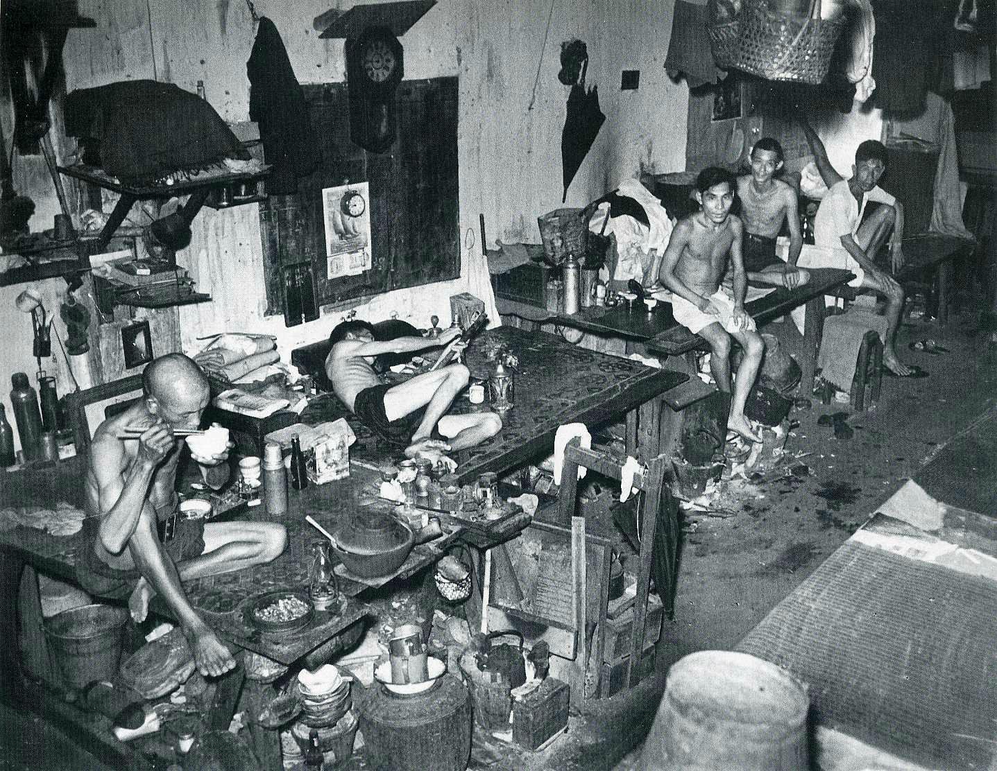 opium_den_singapore_1941.jpg