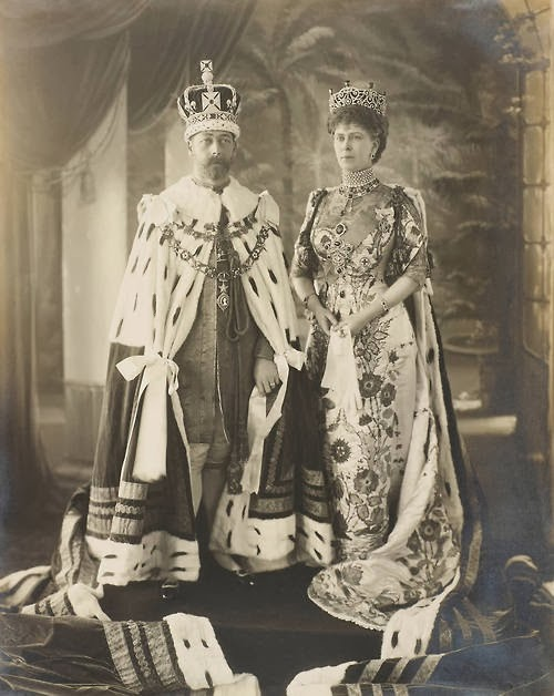 george_v_and_mary_delhi_durbar_1911.jpg