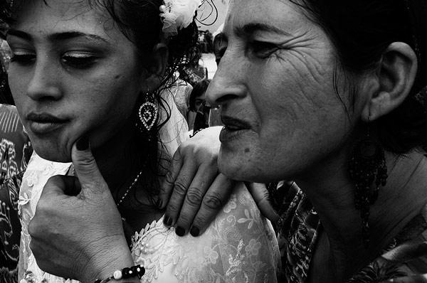 Menyasszony és az anyós © Anzor Buharsky