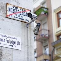 Lebontott demokrácia, kormányozhatatlan ország:  a magyar rendszerváltás kisiklása