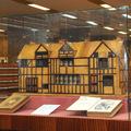 Kossuth-könyvszekrénye: Shakespeare szülőházának makettje