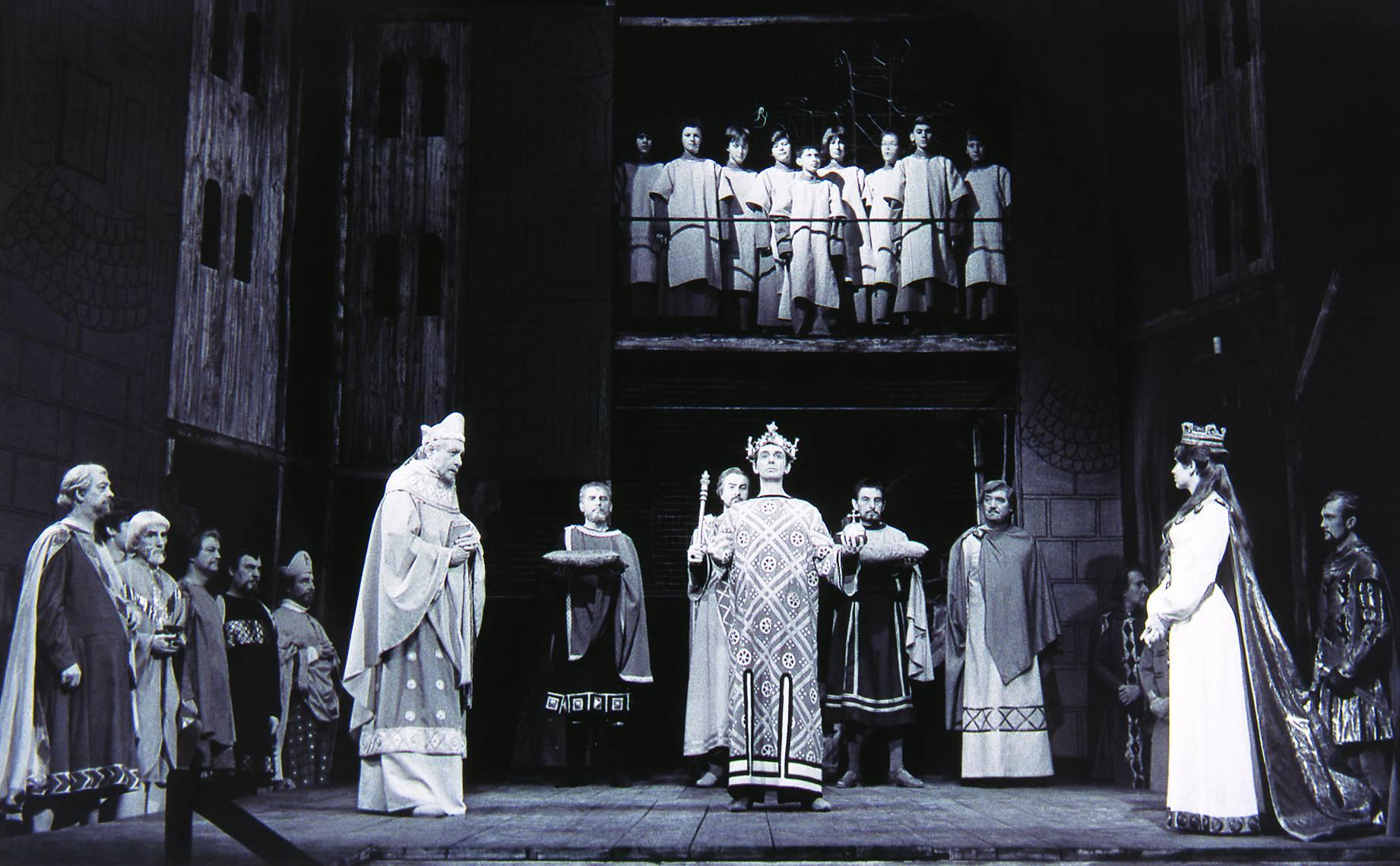 Jelenet Füst Milán Negyedik Henrik király című színművében. Rendezte Pártos Géza, Madách Színház, 1964. október 30. Keleti Éva felvétele (OSZK, Színháztörténeti Tár)