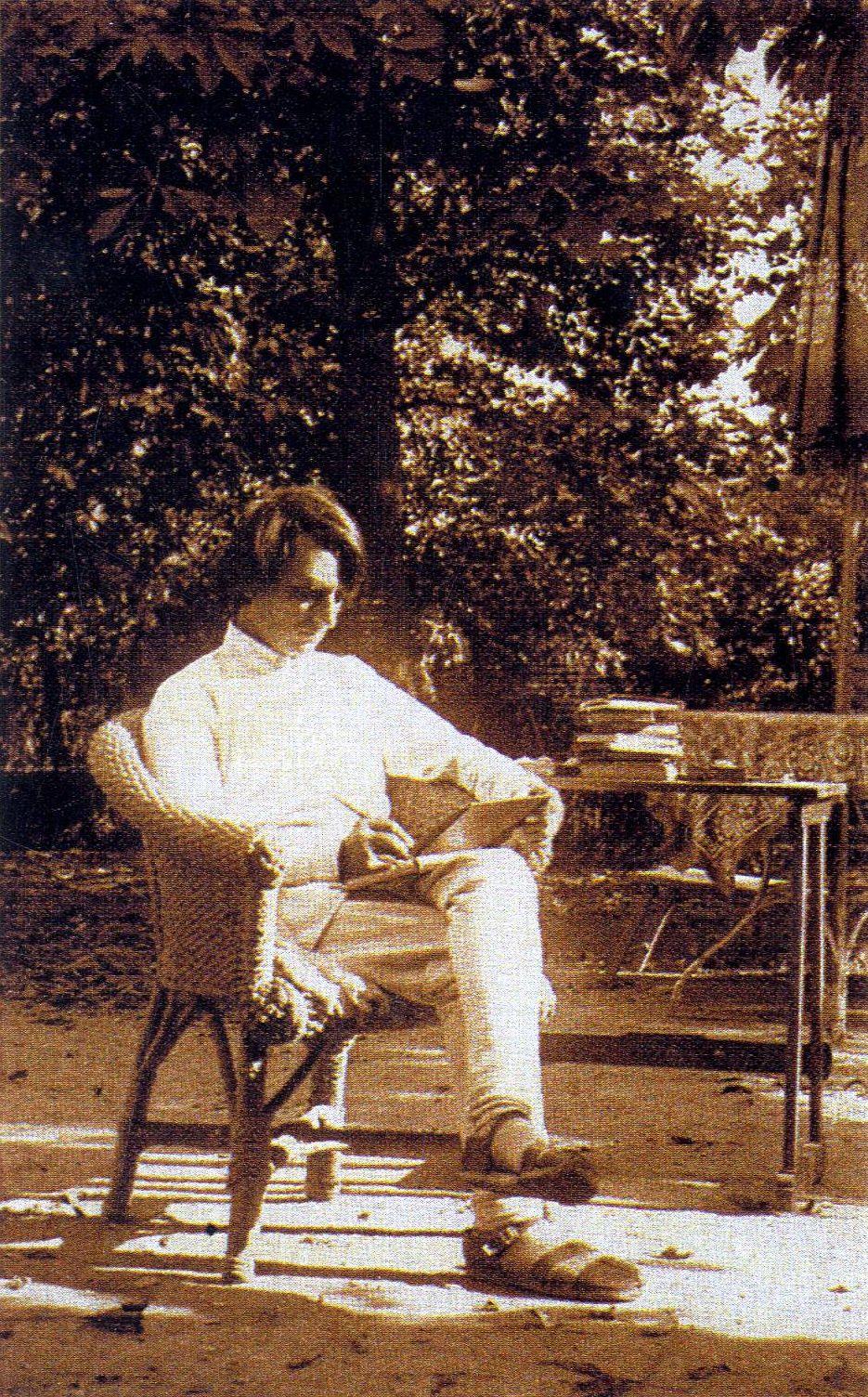 Umrao Singh Sher-Gil Dunaharasztiban 1918-ban. In: Keserü Katalin:Amrita Sher-Gil. Bp. Kelet Kiadó. 2007. p. 16.