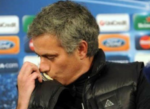 mourinho-kiss-inter-badge.png