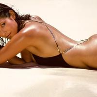 Heti Bond-lány: Barbara Carrera [18+]