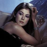 Heti Bond-lány: Rosamund Pike [18+]