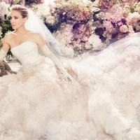 SJP már menyasszonyi cipőben is utazik