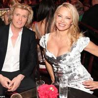 Pamela Anderson és Nastassja Kinski magyar tervező ruhájában!