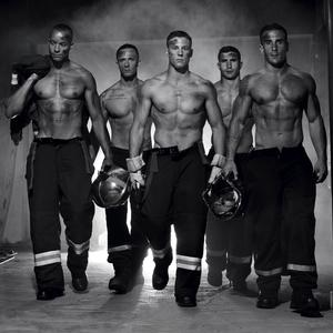 Francia tűzoltók jótékonysági kalanderiuma