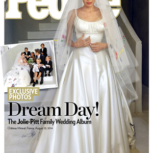 Íme Angelina esküvői ruhája!
