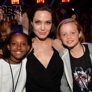 Angelina mami lányaival örült a sikernek!