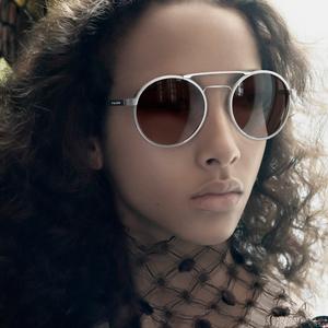 A Prada napszemüvegek idén is a luxust tükrözik