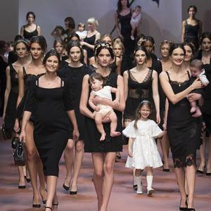 A Dolce & Gabbana az anyukákra szavaz