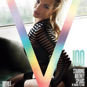 Britney lakkban tolja és egy alul semmi pasival