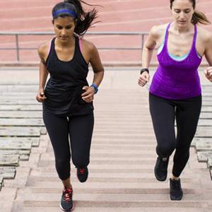 Két szuper segítőtárs az aktív életben és a fogyásban: karkötő és mérleg is okosan