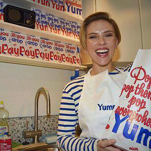 Scarlett Johansson is ételben utazik