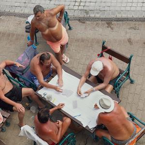 Perlaki Marci (magyar fotós) képei a Vogue oldalain a budapesti fürdőkről