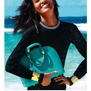 Spirituális utazán Louis Vuitton táskákkal