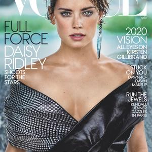 A Star Wars színésznője a következő részről mesélt a Vogue-nak