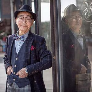 A stílus még mindig nem kor kérdése, nézd meg ezt a kínai nagypapát!