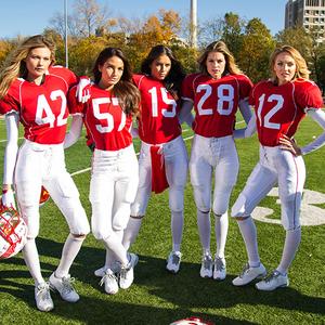 A szexi lányok amerikai fociznak kicsit
