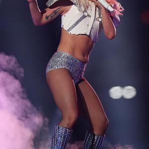 És akkor Lady Gaga hasa kiakasztotta a láthatatlan okoskodókat