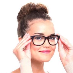 Sminkelési technikák szemüvegeseknek