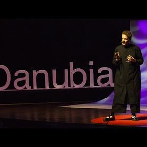 Lakatos Márk TED előadása az öltözködésről