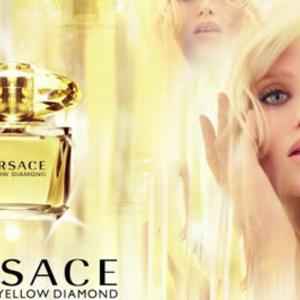 A Versace tegnap óta érzi a nyarat