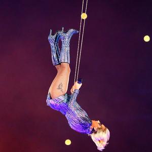 Lady Gaga eldobta a mikrofont a Super Bowl döntőn