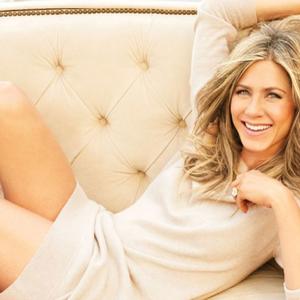 Jennifer Aniston kapott egy rakás virágot és szép
