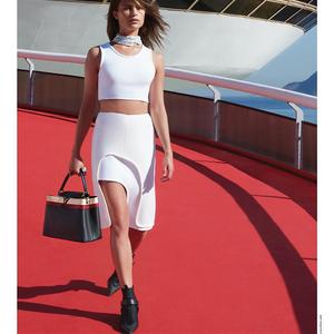 A dán lány a Louis Vuitton arca