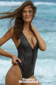 Ó, micsoda szexi újonc szerepel a Sports Illustratedben bikiniben!