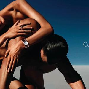 Calvin Klein órák csupaszon