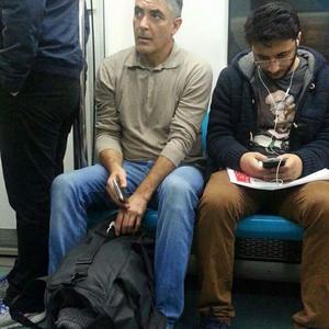 George Clooney metrón utazik...