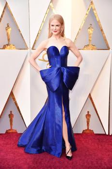 Nicole Kidman kék ajándékcsomagnak öltözött és gyönyörű volt